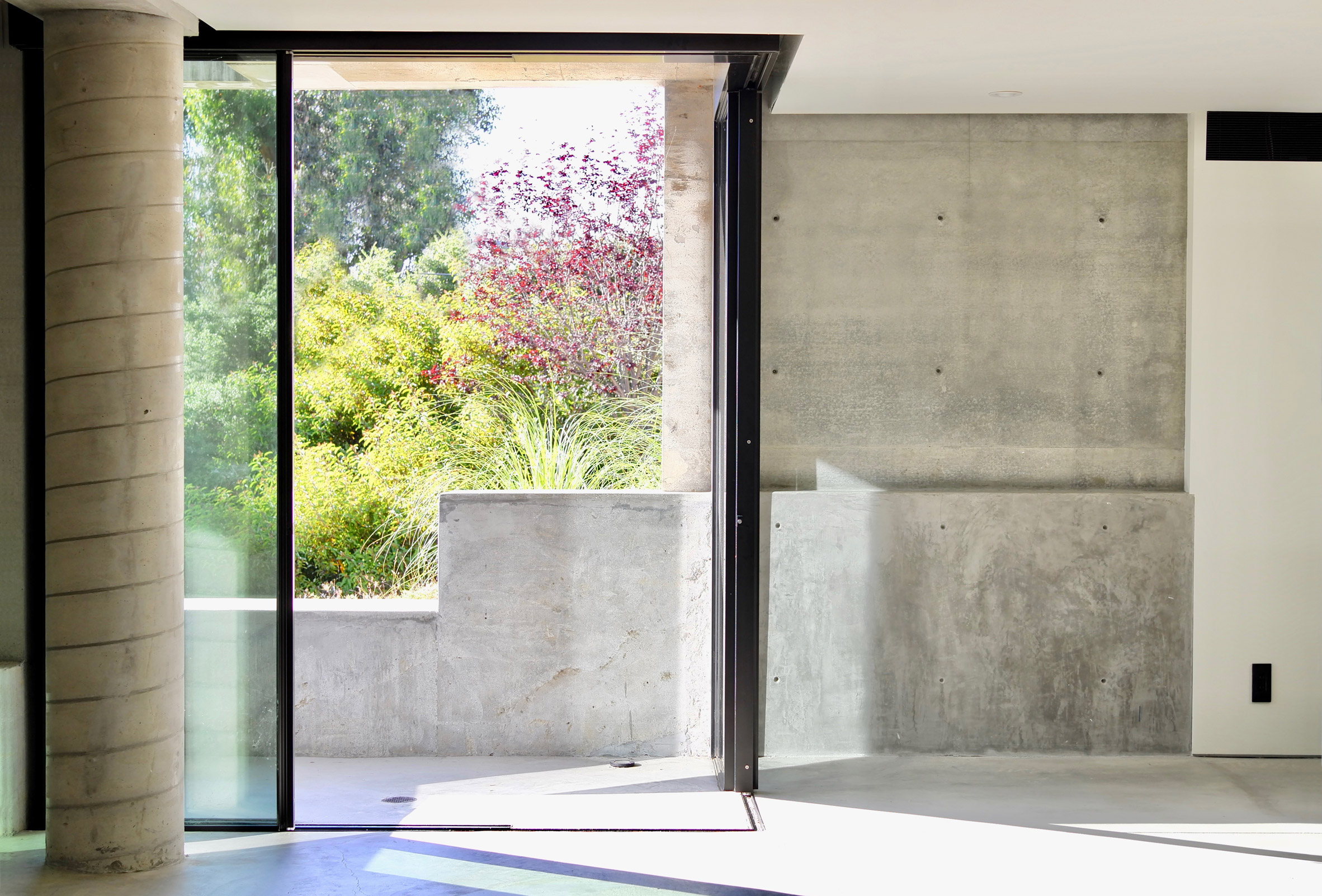 Sliding doors of underground concrete home office