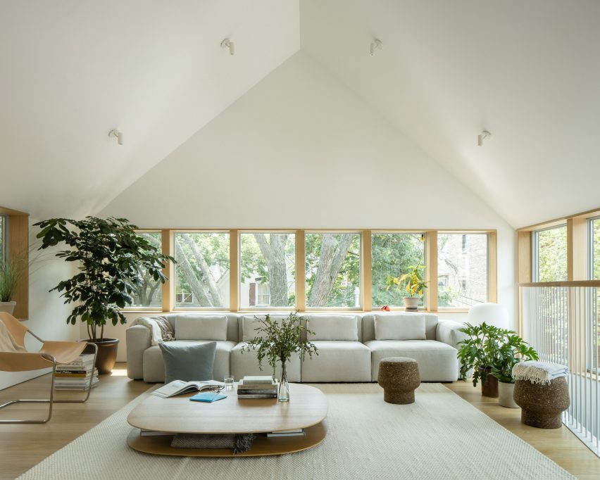 Living room in Ardmore House by Kwong Von Glinow