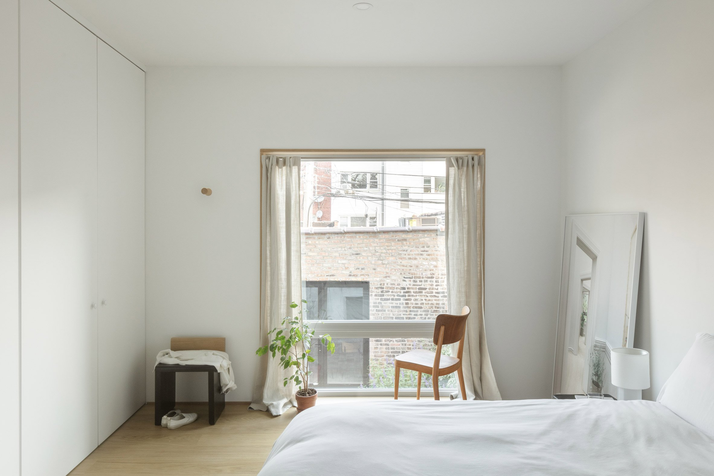 Bedroom in Ardmore House by Kwong Von Glinow