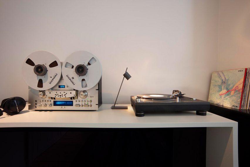 Gunmetal Aude table lamp by Bruno van Meenen for Trizo21
