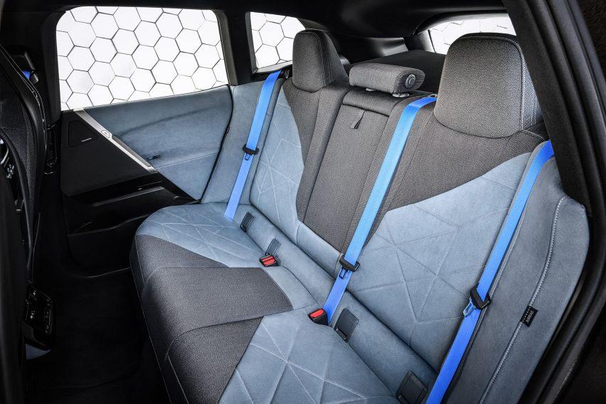 Rear seats in BMW iX