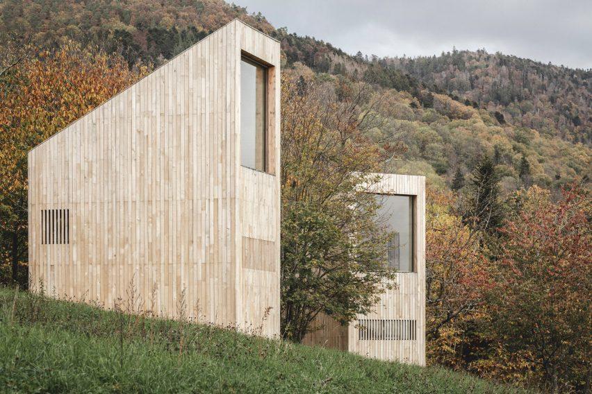 Ivy cabins at 48°Nord hotel in Breitenbach by Reiulf Ramstad Arkitekter