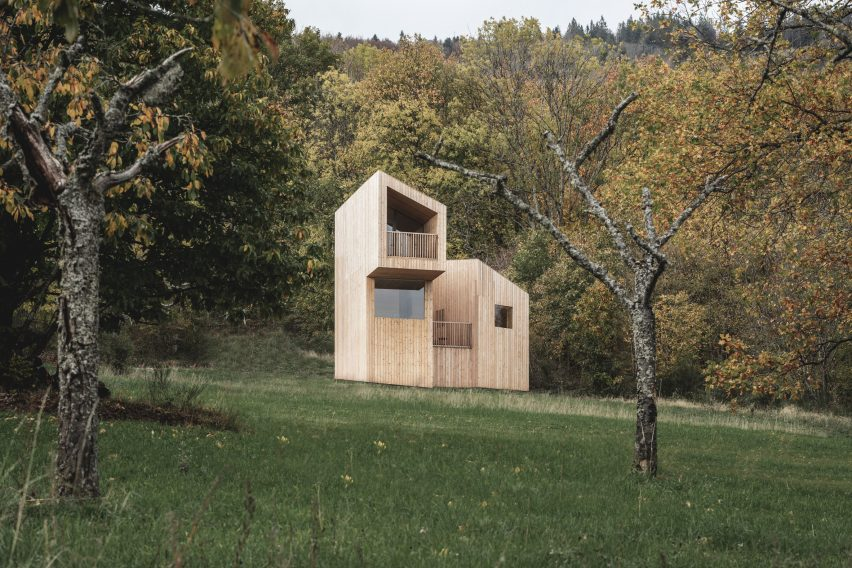 Fjell cabin at 48°Nord hotel in Breitenbach by Reiulf Ramstad Arkitekter