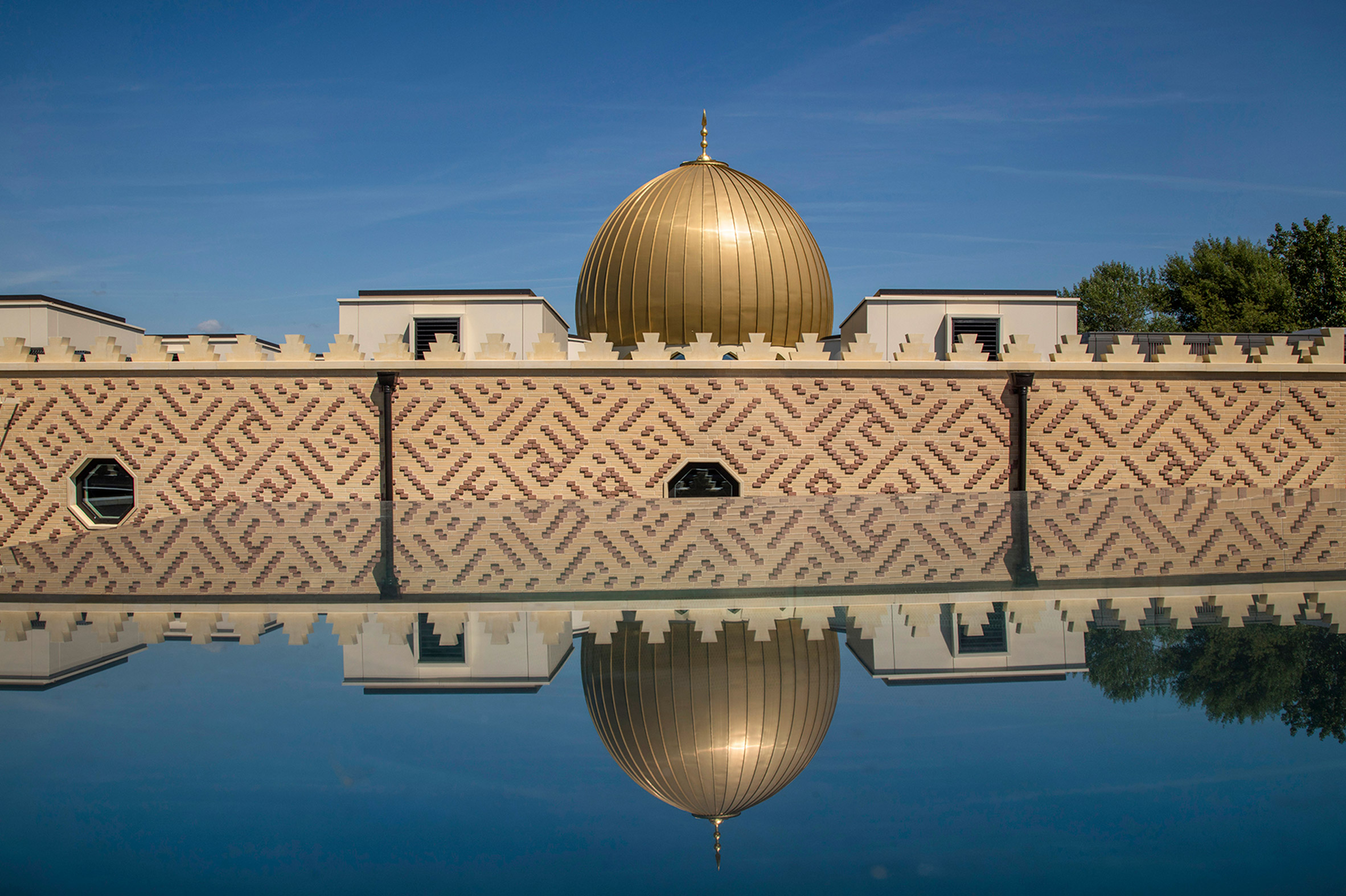 Exterior of Cambridge Central Mosque by Marks Barfield Architects