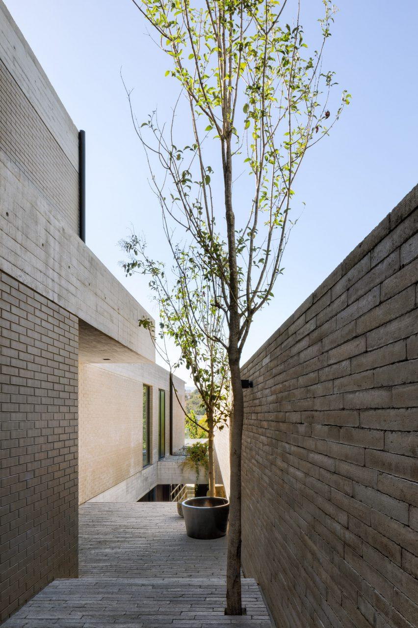 Exterior of Casa Estudio by Manuel Cervantes Estudio
