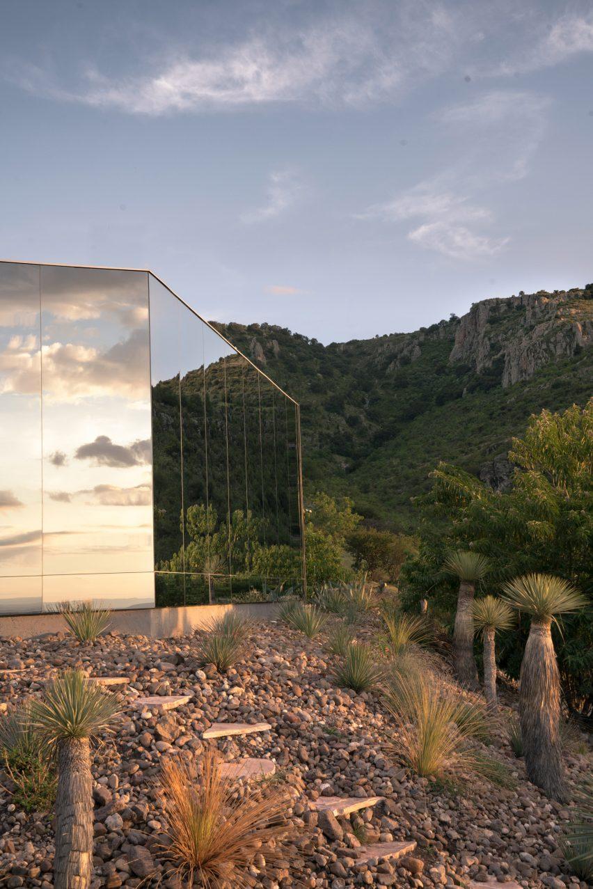 Mirrored off-grid cabin in Ecuador