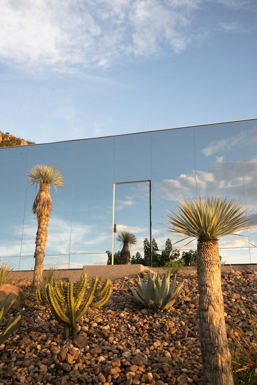 Mirrored off-grid cabin by Prashant Ashoka