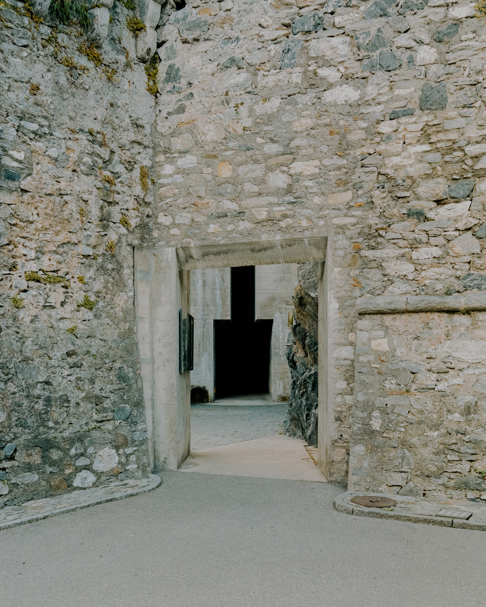 The gate leading to the Castelgrande entrance by Aurelio Galfetti, captured by Simone Bossi
