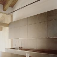 A kitchen inside an Italian chalet by LCA Architetti