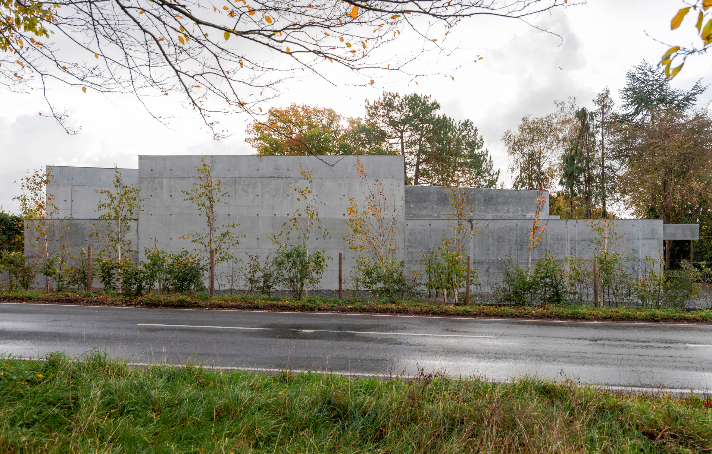 The monolithic exterior of Concrete House by RAW Architecture Workshop in East Sussex