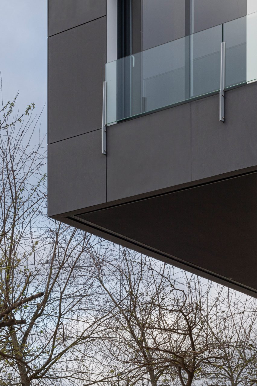 Equitone Tectiva cladding in Graphite