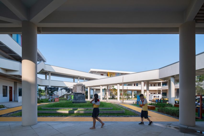 Ground floor walkways in Chinese primary school