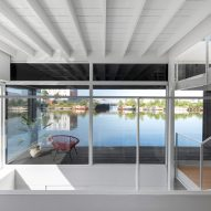 The interiors of the floating house by i29