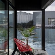 The shaded terrace of the floating house by i29