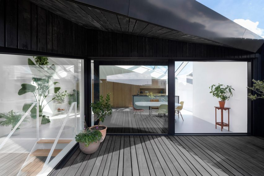 The hidden terrace of the floating house by i29