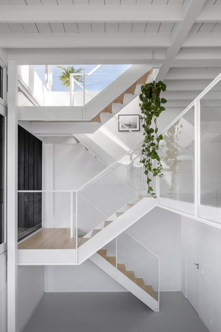 The staircase inside the floating house by i29