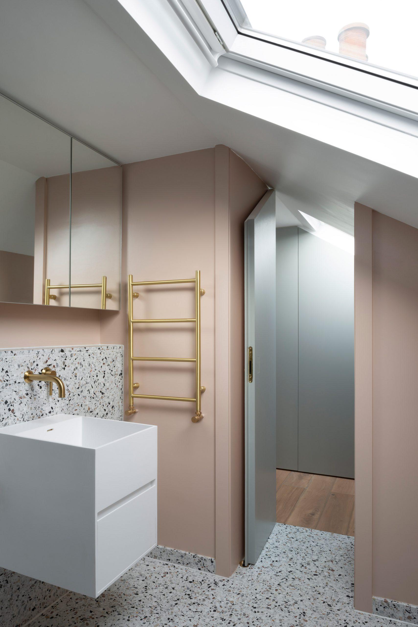 Bathroom in Frame House by Bureau de Change