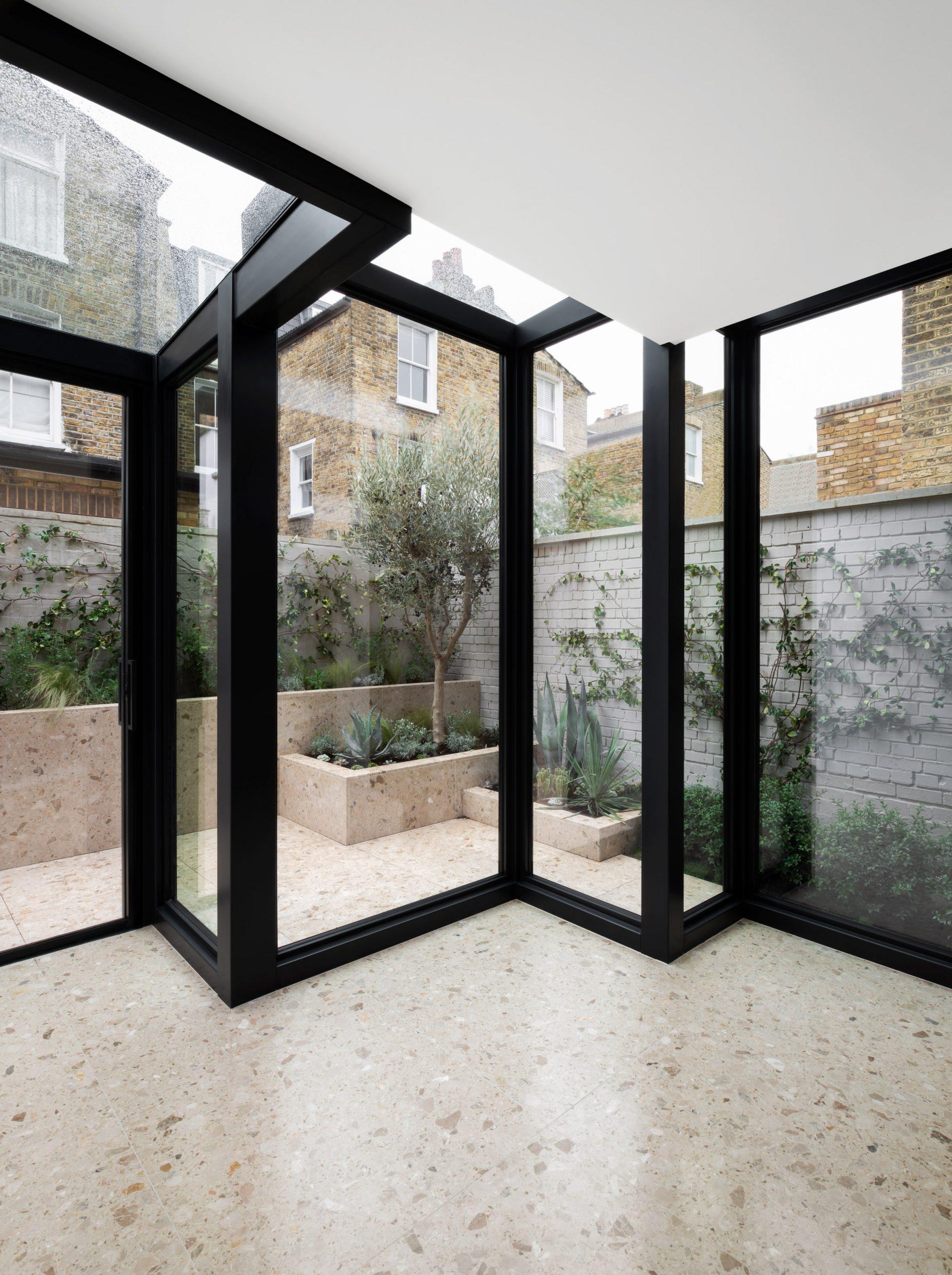 Glazed extension in Frame House by Bureau de Change