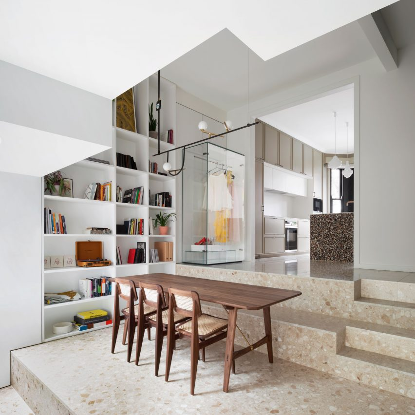 Dining space in Frame House by Bureau de Change
