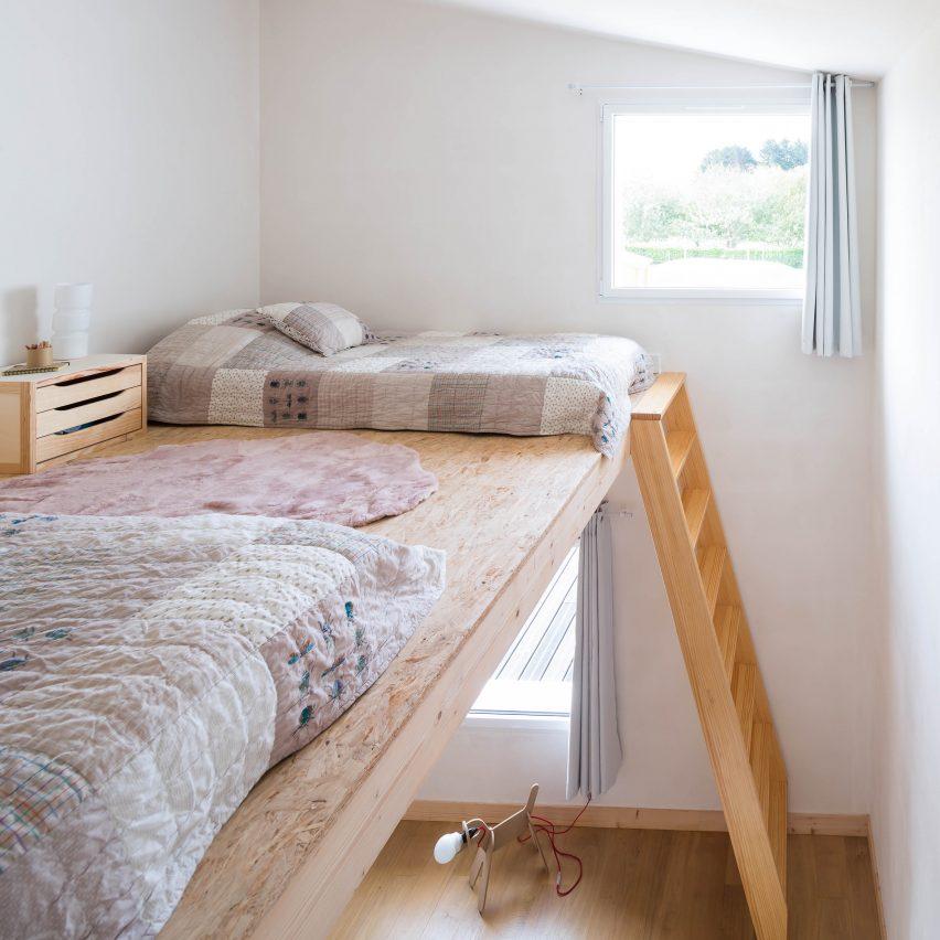 Raised beds in kids room