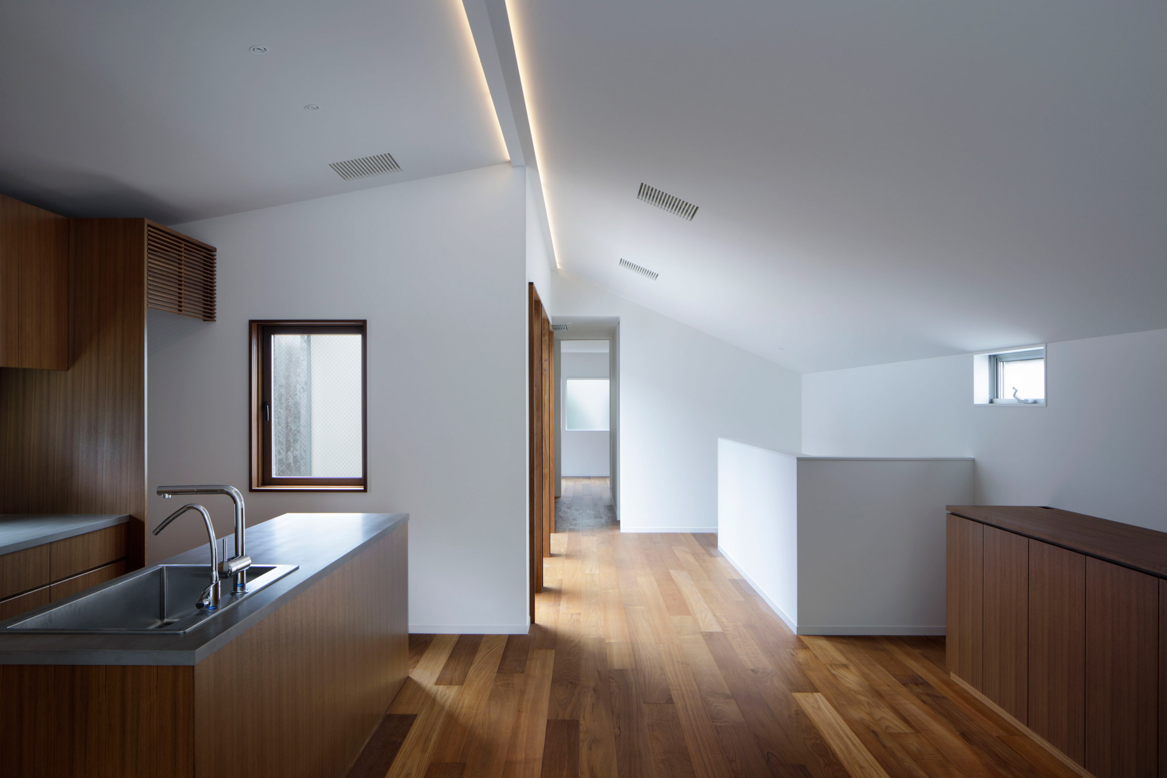 The kitchen of House in Higashi-Gotanda by Case-Real