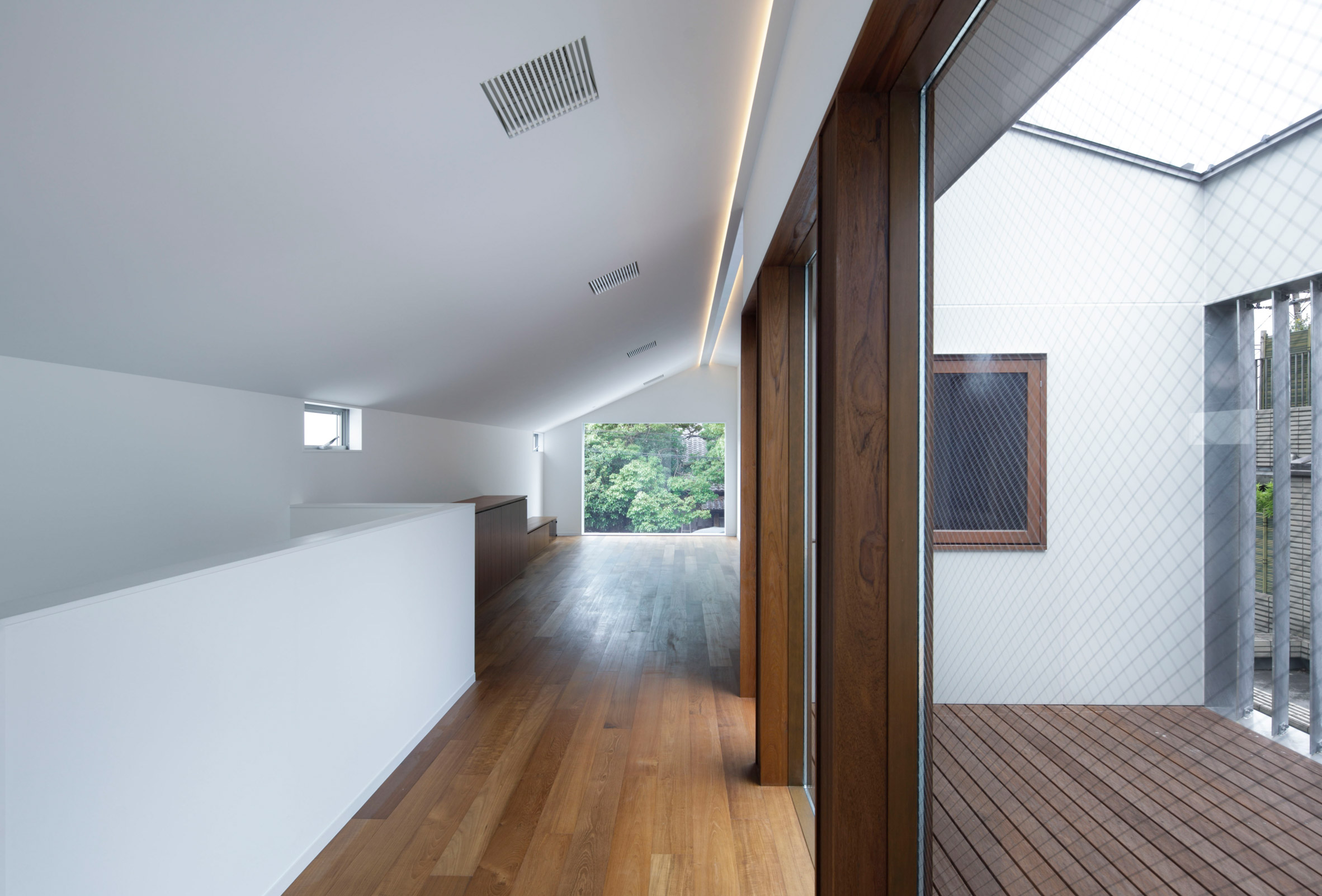 The interiors of House in Higashi-Gotanda by Case-Real