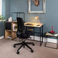 An assembled KIT desk by Spacestor