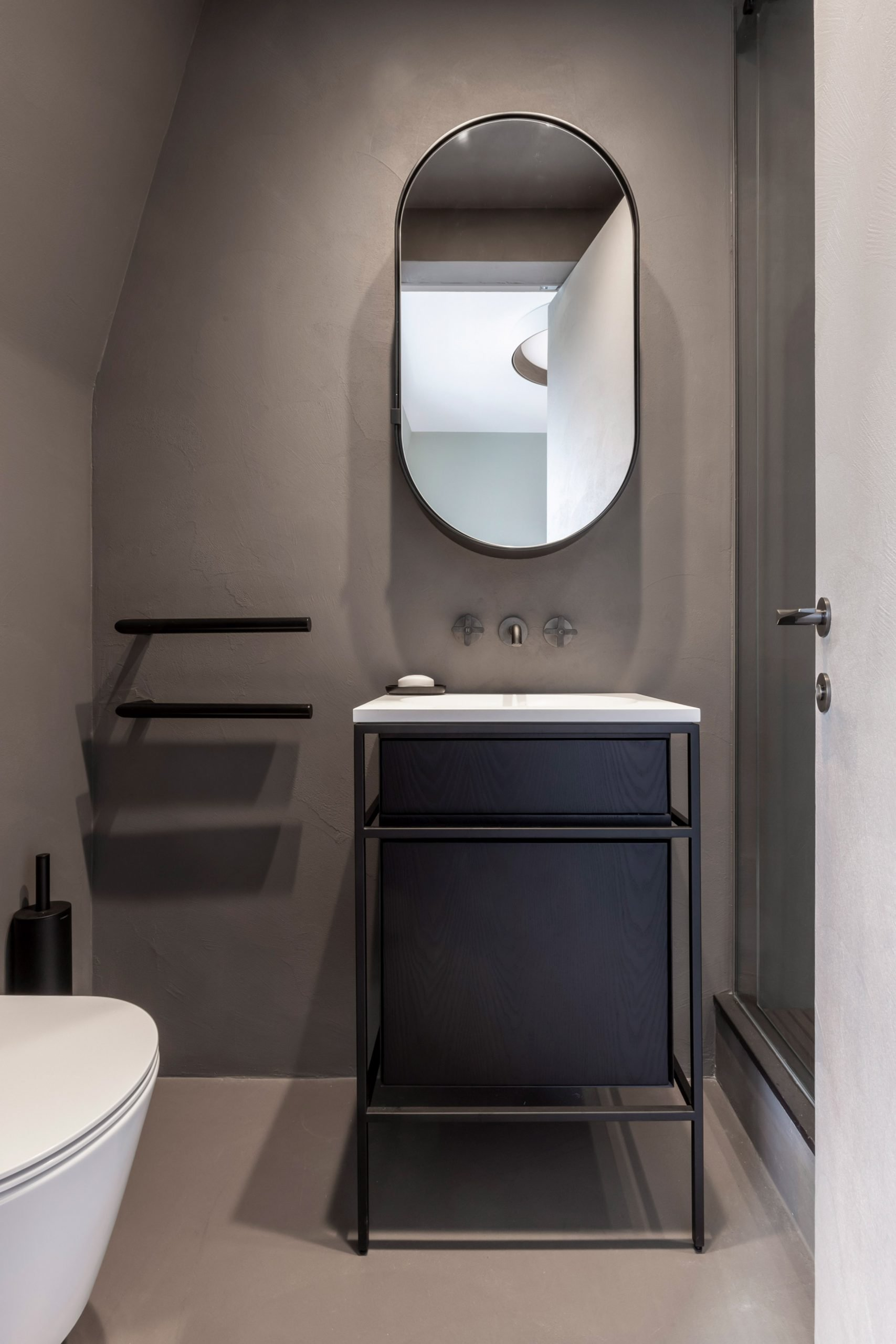 Grey bathroom of Mayfair pied-à-terre interior by MWAI