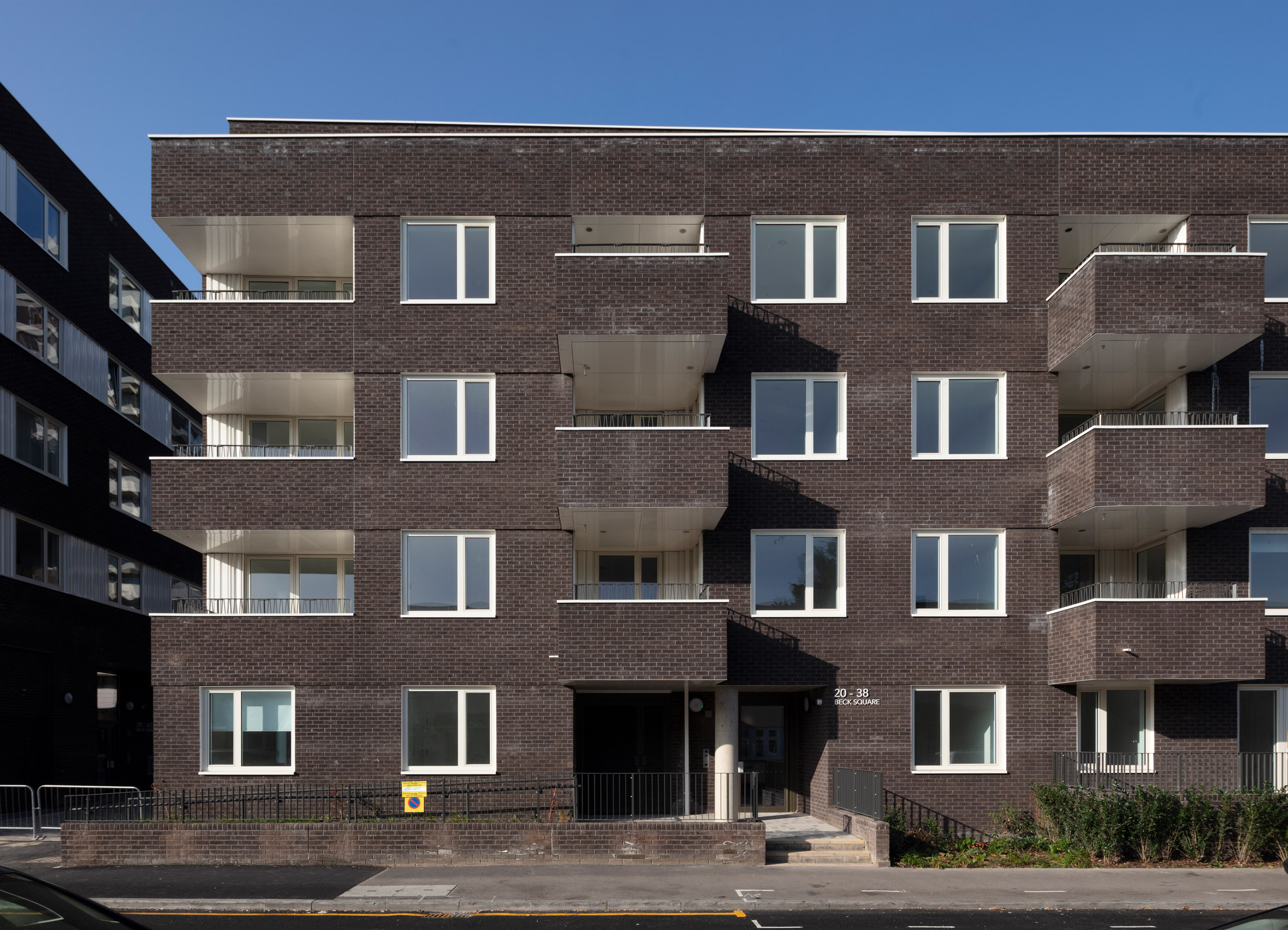 A courtyard building in the Motion development by Pollard Thomas Edwards