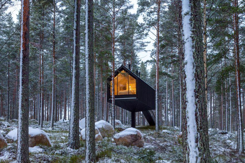 The exterior of the Niliaitta cabin by Studio Puisto