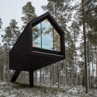 Studio Puisto balances black cabin on slender column in Finnish forest