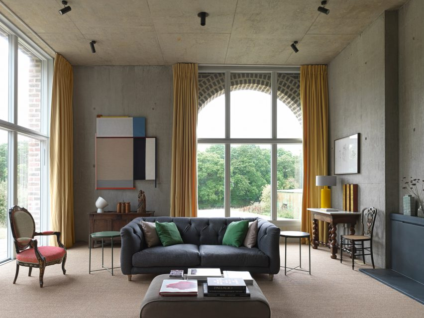 Living room in Nithurst farm by Adam Richards Architecture