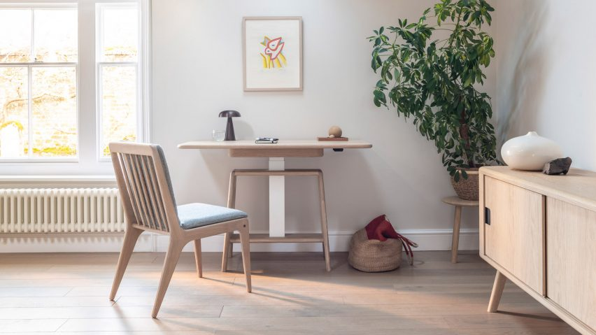 Noa sit-stand desk by Benchmark at sitting height