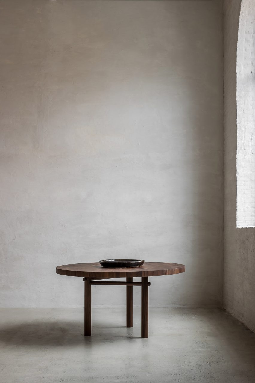 Round table in Nomad furniture by Nathalie Deboel