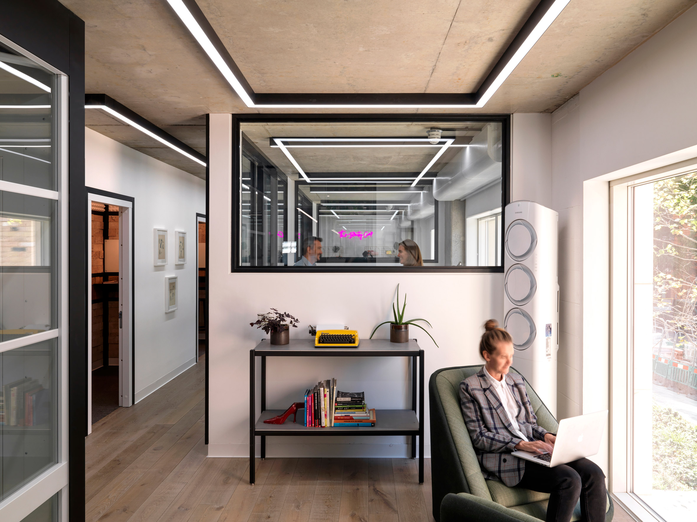 Meeting rooms in Paddington Works by Threefold Architects