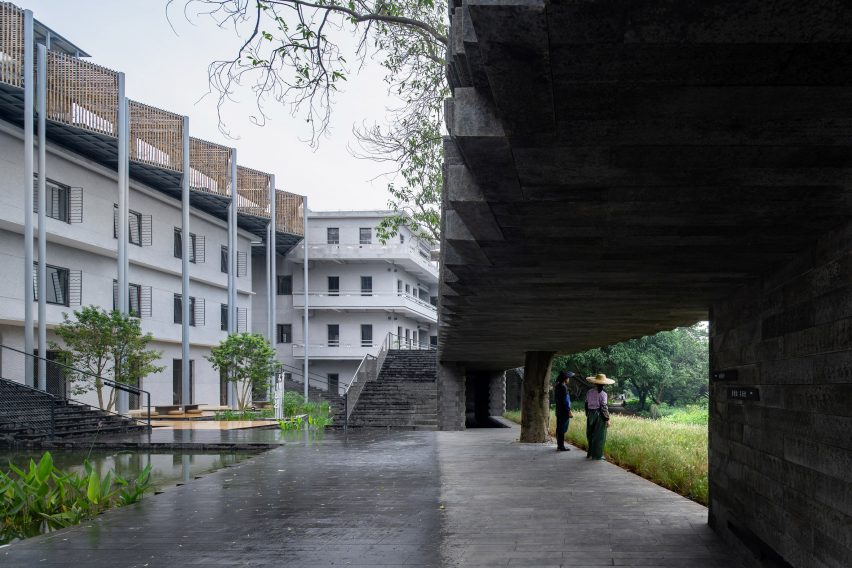 The podium wrapping the (Re)forming Duichuan Tea Yards centre by O-office Architects