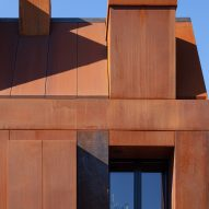 Window of corten steel house in Utrecht