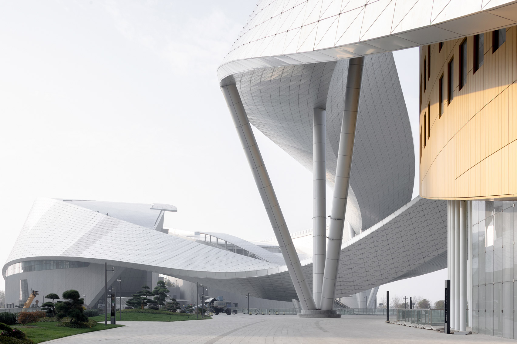 The ribbon that enfolds the Suzhou Bay Cultural Center by Christian de Portzamparc