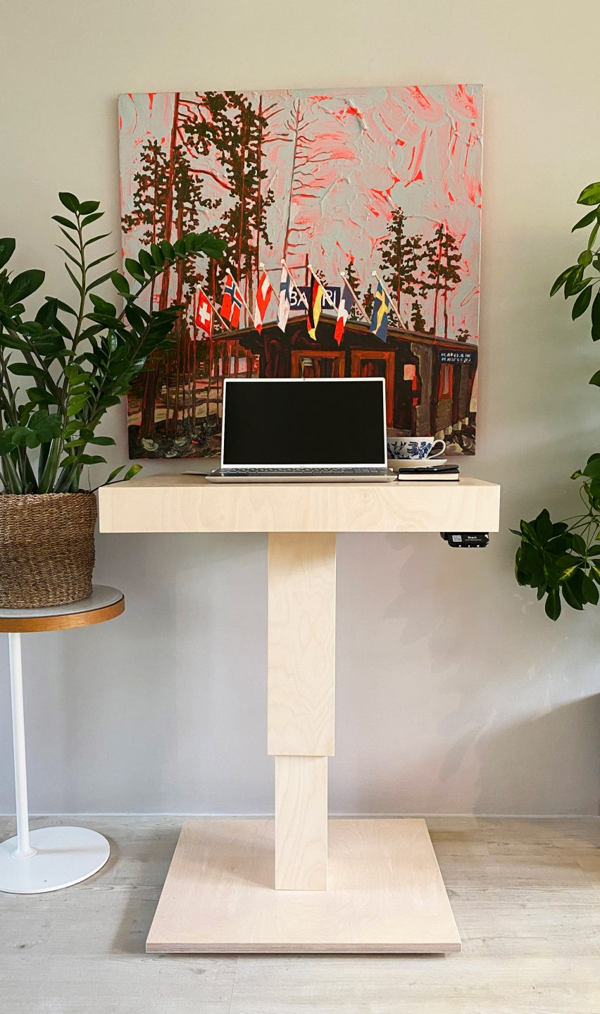The Tempo electric table by Tenho Design as a standing desk