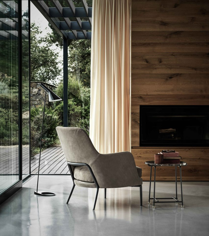 Window seat at Villa Nemes by Giordano Hadamik Architects