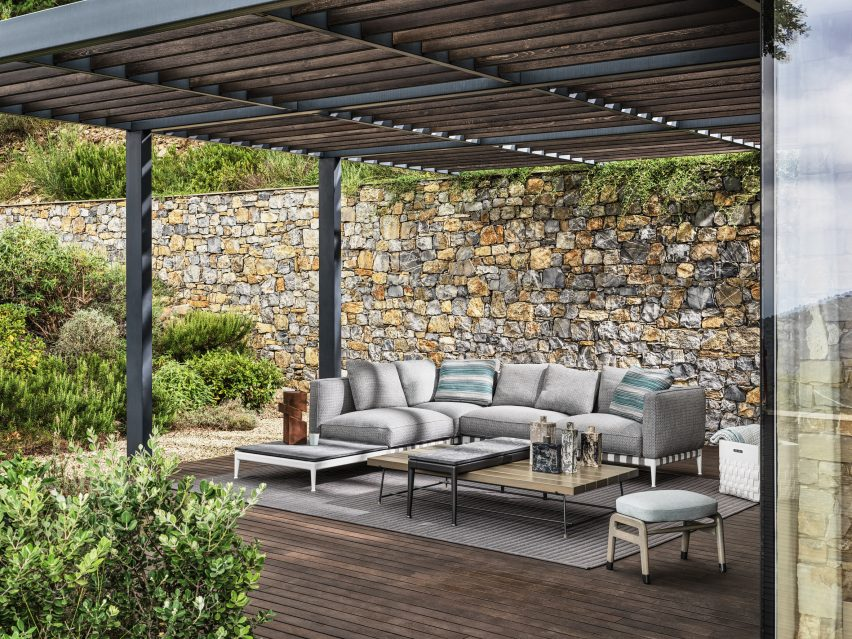 Outdoor living room at Villa Nemes by Giordano Hadamik Architects