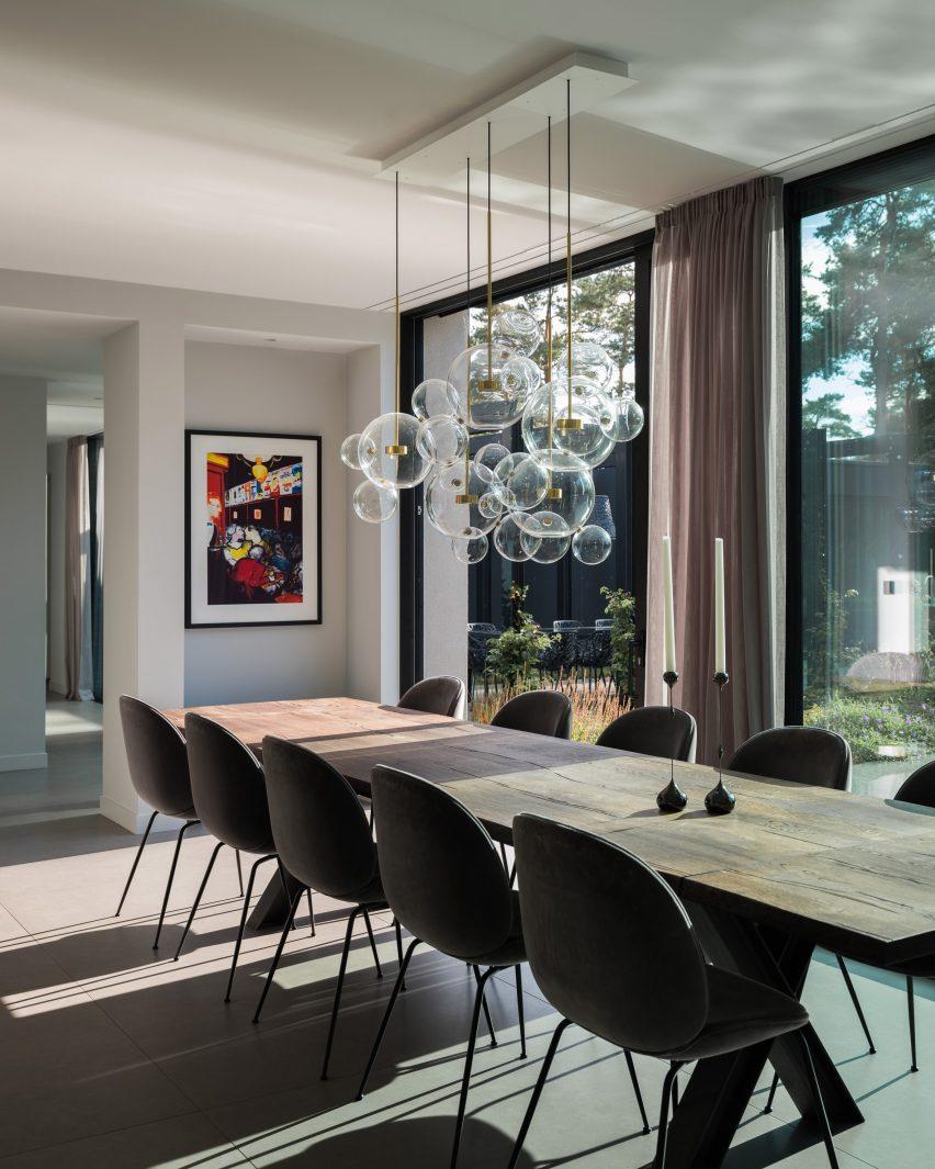 The dining room of Villa Tennisvägen by Johan Sundberg Arkitektur