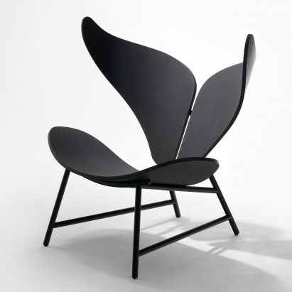 Whale Chair with black steel legs