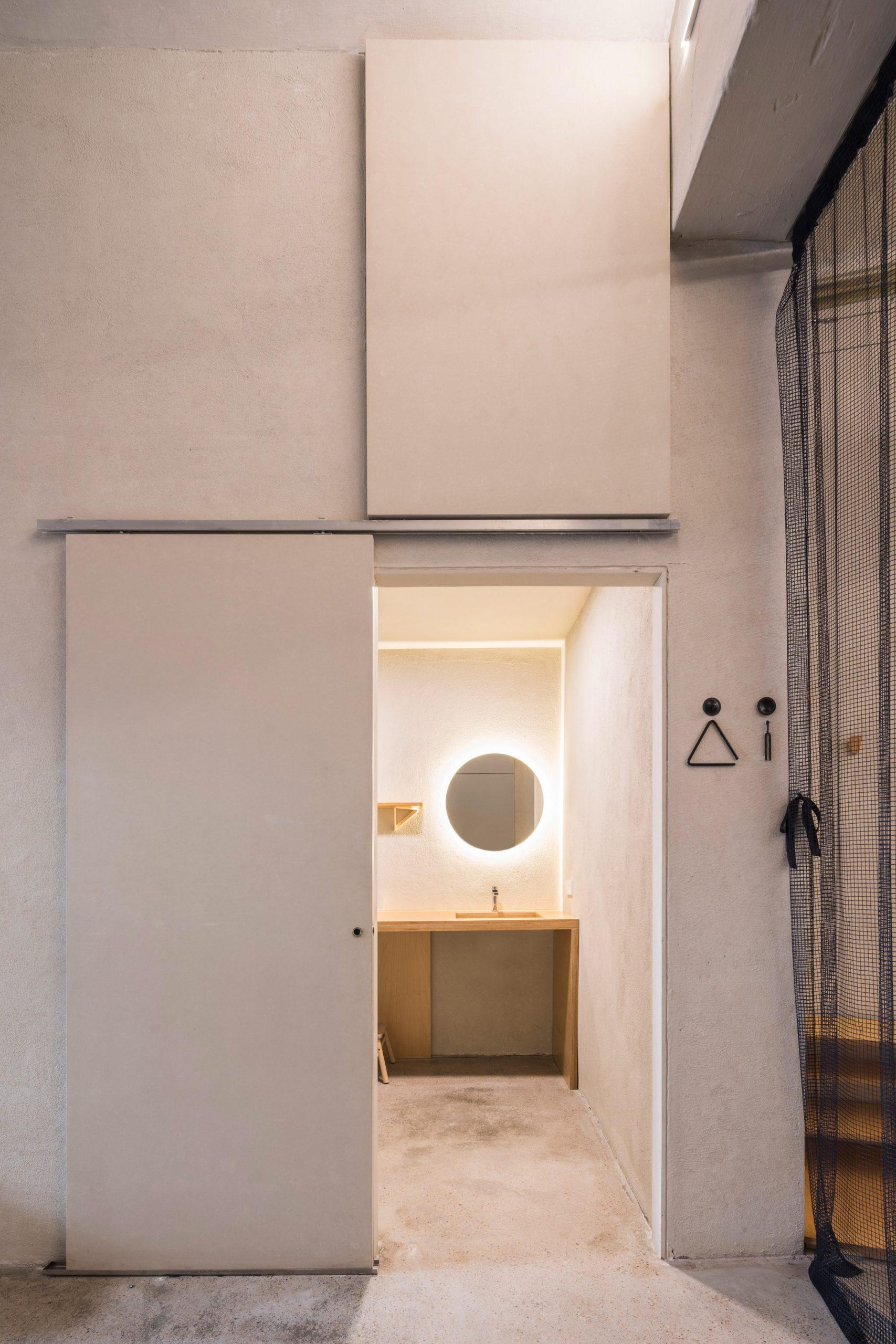 Entrance to the toilets at the Yoglar Music School