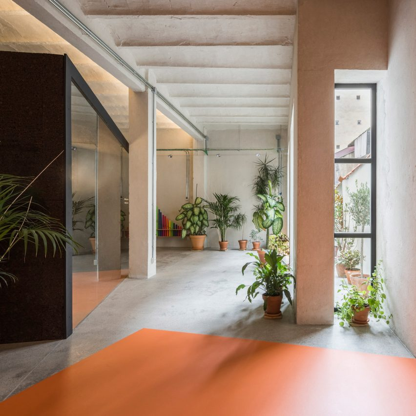 Enrique Jerez and Blanca Leal transform mid-century garage into music school