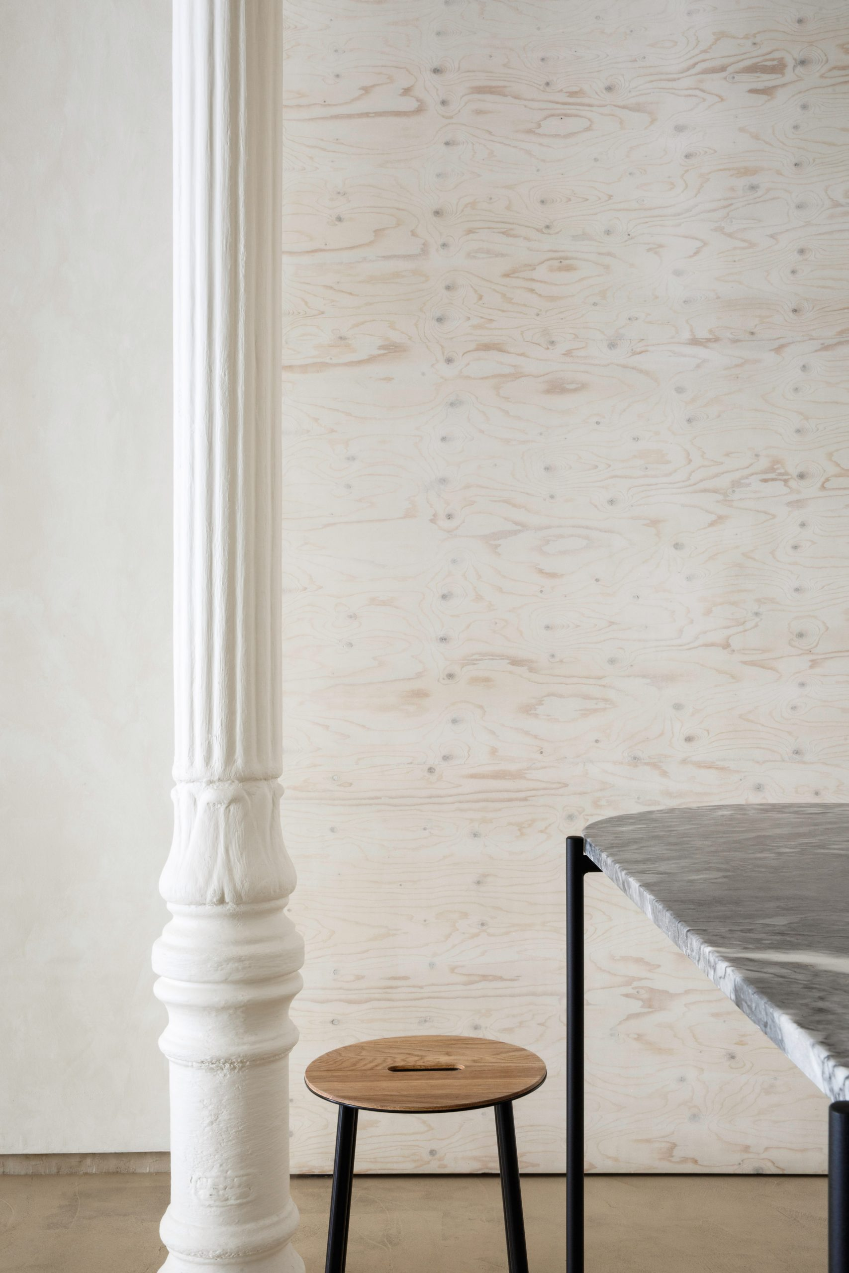 Informal dining area of Zuppa restaurant by Plantea Estudio with marble tables