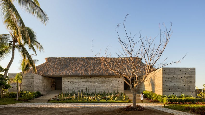 Casa Cova has a thatched roof