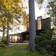 Paul Bernier Architecte's log cabin extension