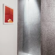 The wet room is also clad with grey terrazzo