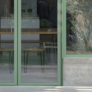 The facade of a green house extension in London by DeDraft